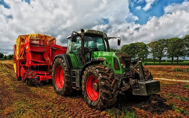 tractor 385681 1920