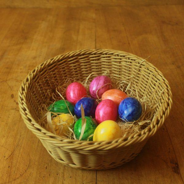 10 gefärbte gekochte Eier