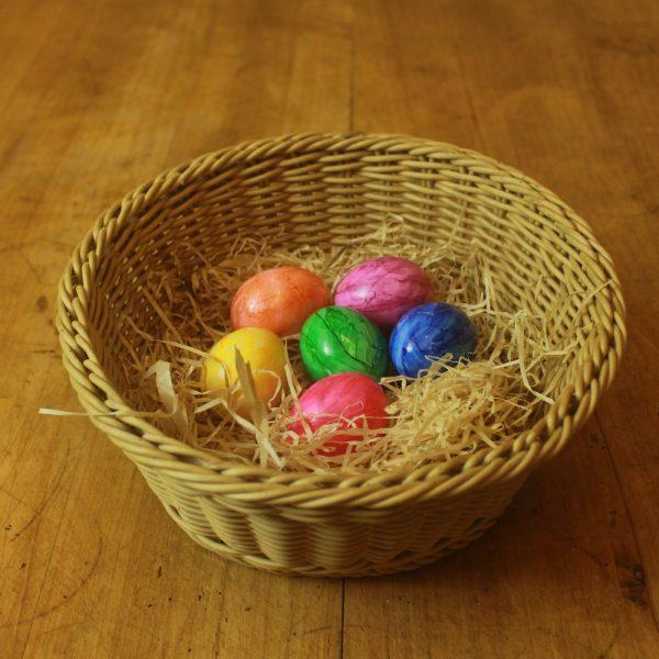 6 Gefärbte gekochte Eier